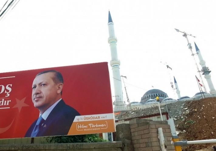 """Zur ARTE-SendungThemenabend: Türkei - Großmacht in der KriseErdogan - Im Rausch der Macht1: Putschversuch, Massenverhaftungen, Abbau der Rechtsstaatlichkeit – wohin steuert Präsident Recep Tayyip Erdogan die Türkei? Wie verlässlich ist das Land noch für EU und NATO?© AlegriaFoto: ARTEHonorarfreie Verwendung nur im Zusammenhang mit genannter Sendung und bei folgender Nennung """"Bild: Sendeanstalt/Copyright"""". Andere Verwendungen nur nach vorheriger Absprache: ARTE-Bildredaktion, Silke Wölk Tel.: +33 3 881 422 25, E-Mail: bildredaktion@arte.tv"""