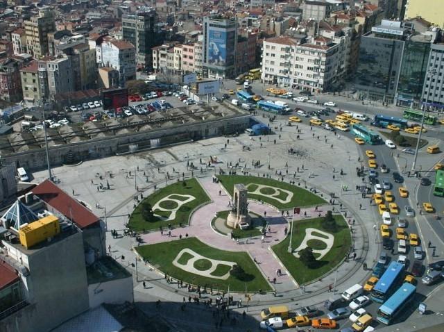 1024px-Taksim_Square-e1480723368403