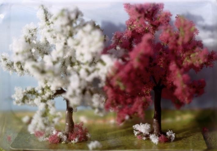 WREDE_2005_Wrapped_Landscape_s_Blu__hende_Obstba__ume_A5-e1496498010201