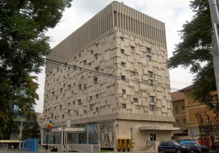 Öffentliches Gebäude | Cluj (Rumänien) + Palatul Telefoanelor (Phone Palace) + Bau: 60er Jahre + Architekt: Vasile Mitrea | ©: Dezidor (2006) <br>Lizenz: CC-BY-3.0 (s. Legende) | Quelle: https://commons.wikimedia.org/wiki/File:Cluj-Napoca.jpeg