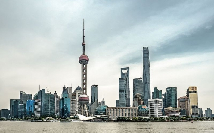 Shanghai_skyline_waterfront_pudong_5166168_69_70-e1519350201209